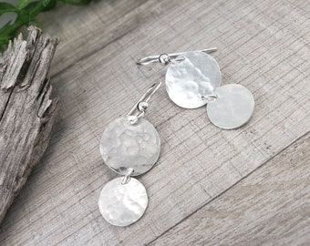 Cascading Hammered Disc Earrings / Disc Earrings