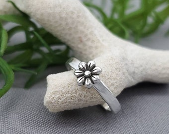Sterling Silver Daisy Toe Ring