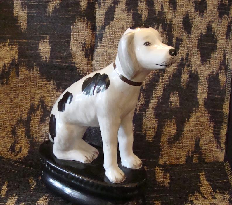 Dog Accent Porcelain Figure on Black Base A Pointer Hunter