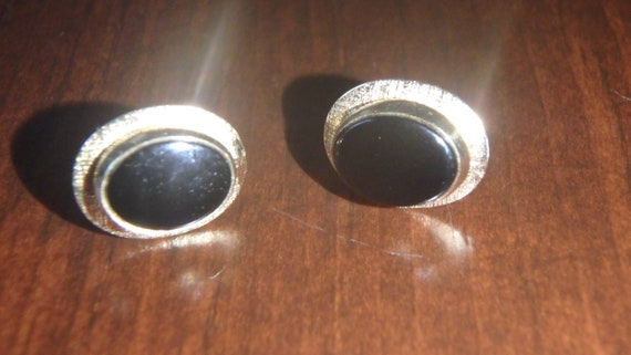 dainty onyx 14k gold stud oval earrings vintage
