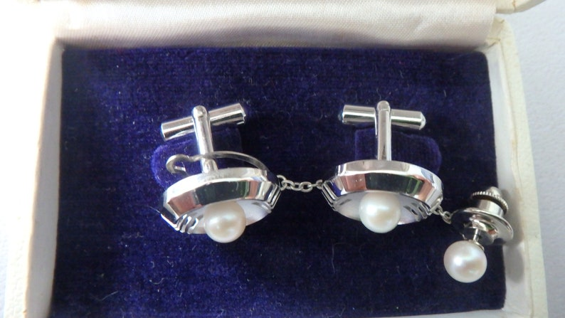 vintage japan pearl cufflinks and tie tack set silver tone japan travel bureau new old stock excellent