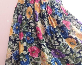 S - M - 80s Smooth Cotton Floral Skirt - Spring Summer Skirt - Garden Floral Print - One Pocket