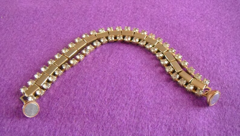 Sparkling jointed and banded bracelet with magnetic clasp