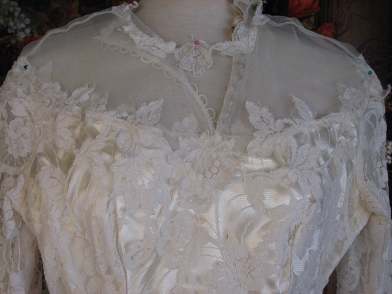 Vintage Ivory Wedding Gown/Dress - image 7