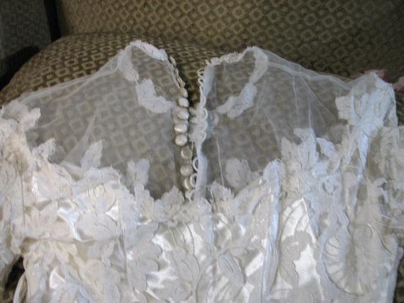 Vintage Ivory Wedding Gown/Dress - image 4