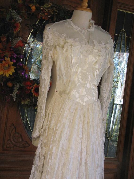 Vintage Ivory Wedding Gown/Dress - image 2