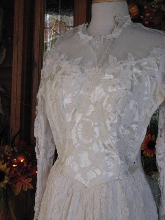 Vintage Ivory Wedding Gown/Dress - image 6