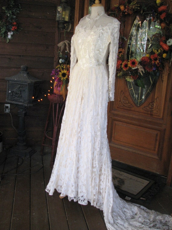 Vintage Ivory Wedding Gown/Dress