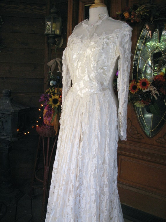 Vintage Ivory Wedding Gown/Dress - image 10
