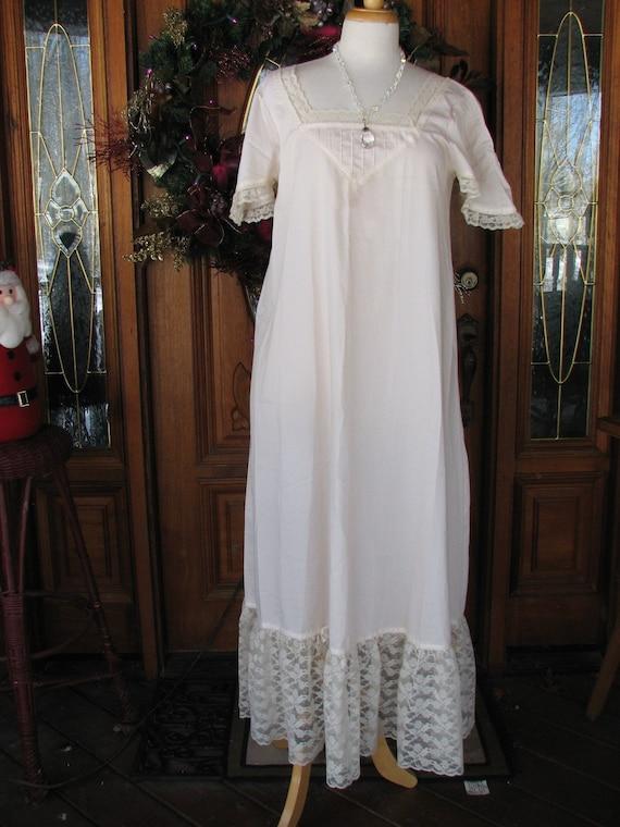 Vintage Neiman Marcus Cotton Victorian looking Nig