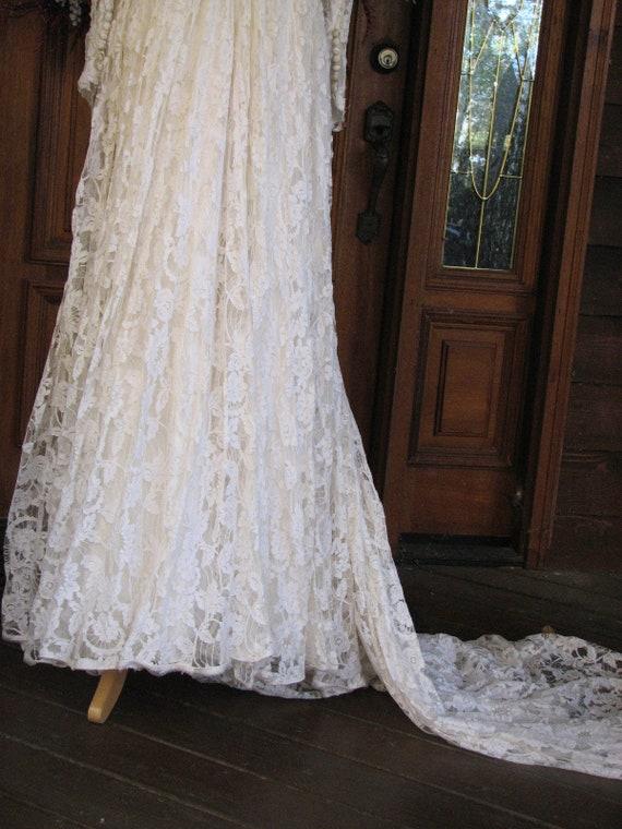 Vintage Ivory Wedding Gown/Dress - image 9