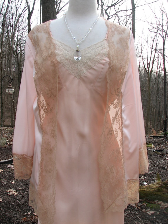 Vintage bed peach bed jacket