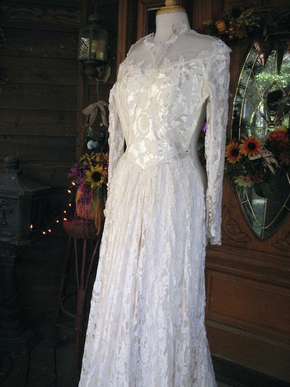 Vintage Ivory Wedding Gown/Dress - image 3