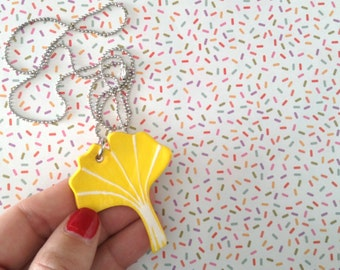 Balls chain necklace and pendant shaped ceramic leaf of Gingko Biloba yellow