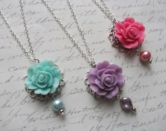 Flower silver necklace with pearls in mint pink and lilac
