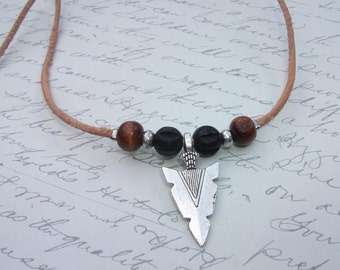 Arrowhead pendant leather and wood necklace