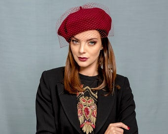 Burgundy beret with french veiling , claret french beret, winter beret with netting, parisienne wool felt beret with veiling