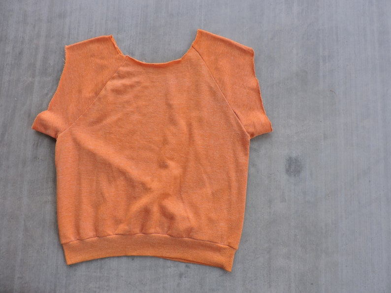 BEAT To HELL Rare Vintage Faded Distressed Thin Soft Blank Cut Off Orange Sweatshirt M