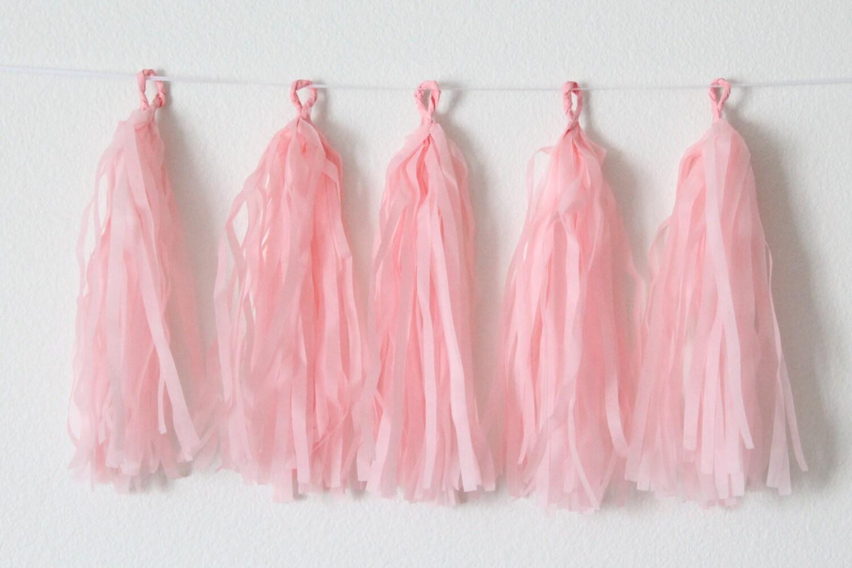 guirlande de pompon en papier de soie bricolage kit blush. Black Bedroom Furniture Sets. Home Design Ideas