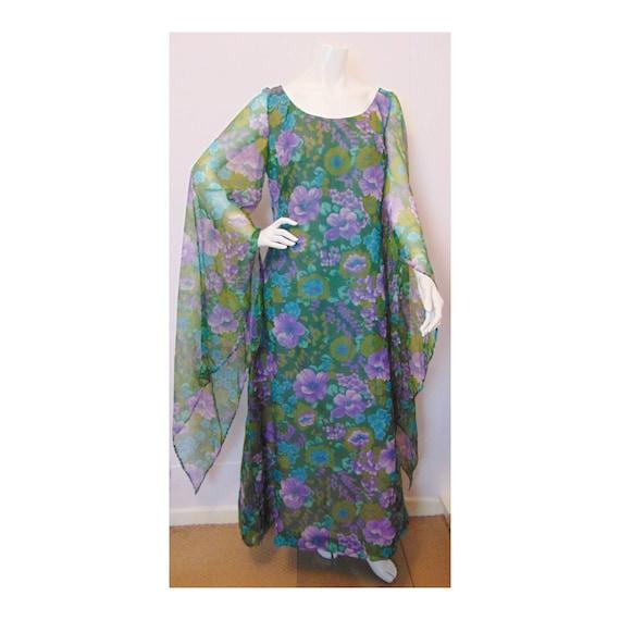 Vintage 70s Floral Maxi Dress // Big Sleeves // Me