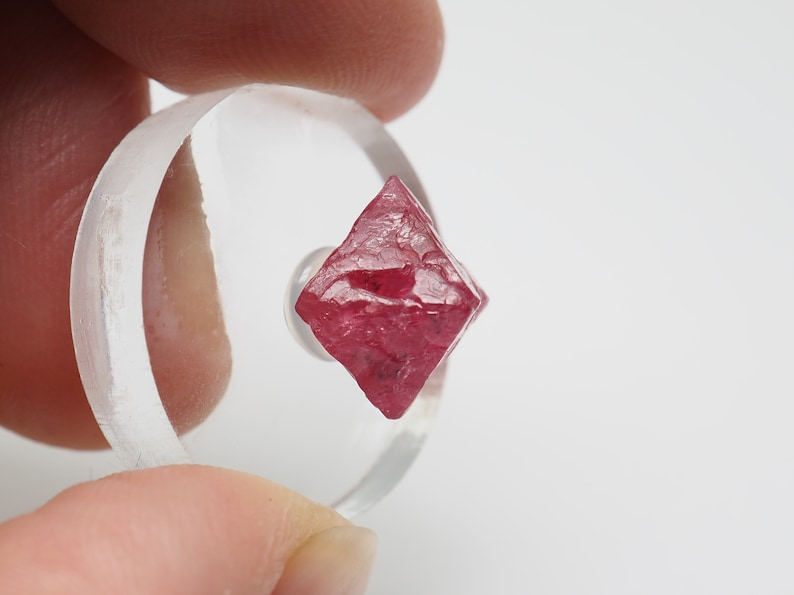 5.5ct  11mm x 8.5mm c 8.9mm Spinel crystal from Tanzania F78904