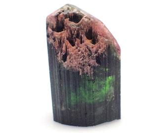 Tourmaline crystal from Minas Gerais, Brazil - 40mm x 28mm x 22mm / 44.6gm (F25819)