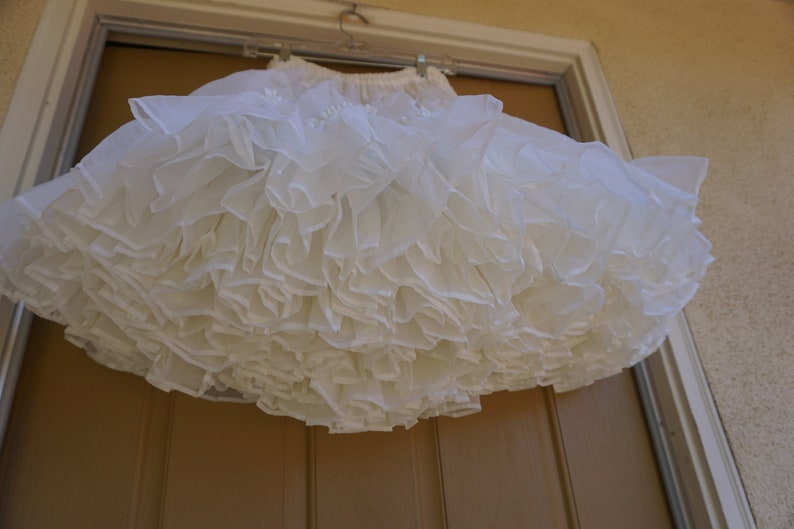 large square dance Halloween costume tutu skirt Bettys Original Vintage 80s off white full petticoat Medium