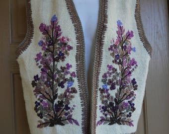 Vintage sleeveless sweater vest jacket embroidered with flowers large 70s 1970s 80s 1980s shirt