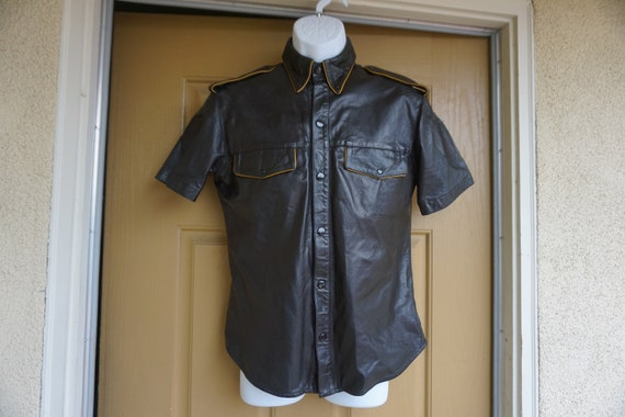 DAMAGED Mens large snap collared leather short sle