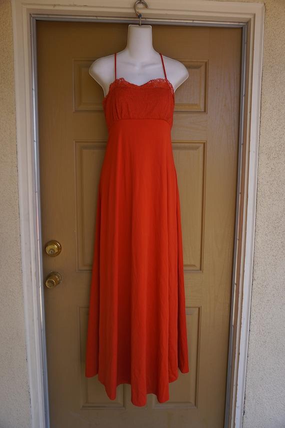 Short Vintage 1970s goddess dress size estimated small to medium 70s flattering tank caplet rusty orange