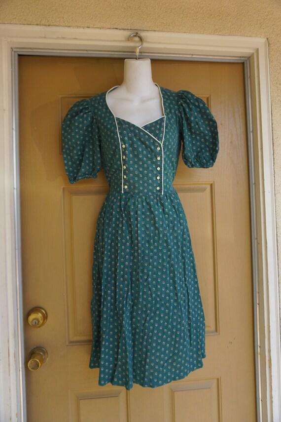 Vtg 1980s short sleeve dress size 7 small- medium