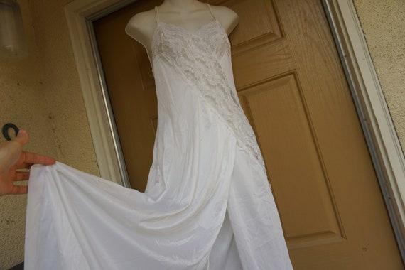 Vintage white maxi nightgown M Medium romantic lac