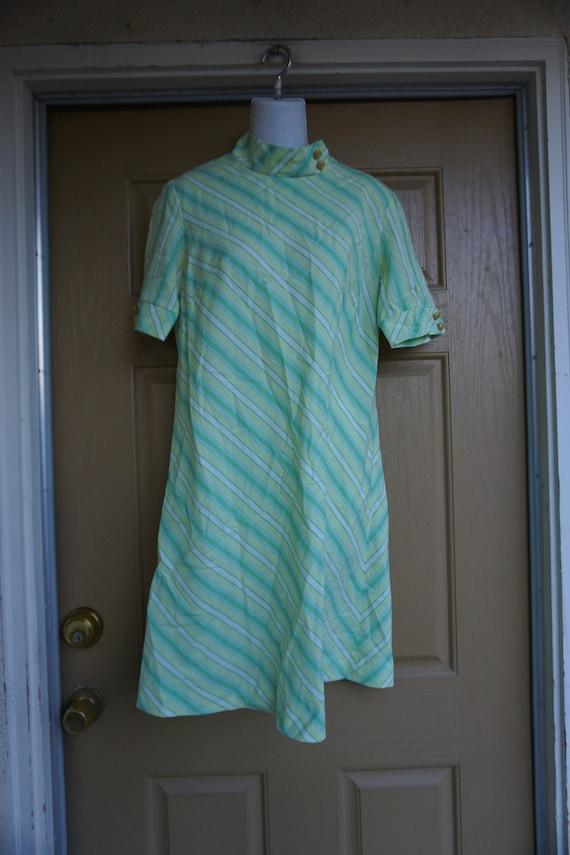 Stiped pastel green vintage 1960s or 70s dress est