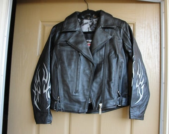 Vintage 80s/90s black leather jacket womens size Small heavy duty short cropped riding motorcycle biker black cut out flames cutout