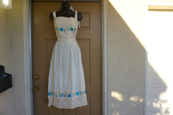 Vintage medium dress ethnic mexican floral embroid