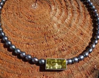Pearl necklace black with lemon quartz pendant