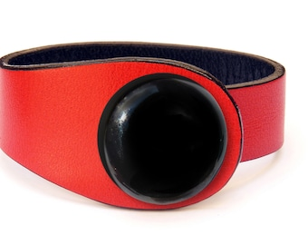 Red leather bracelet. Minimalist bracelet. Red cuff bracelet. High fashion bracelet. Red leather. Spanish red leather. Colorful snap button