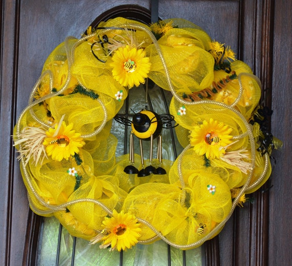 Bumble Bee Wind Chime Outdoor Wreath, Bumble Bee Wreath, Bumble Bee Wind  Chime Spring Wreath, Outdoor Wreath, Wind Chime Wreath