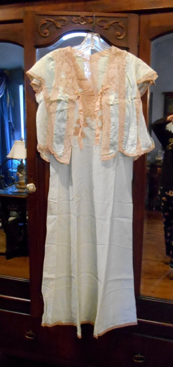 1940s Peignoir Set Romantic and Sexy Satin and Lac