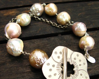 Freshwater Pearl Bracelet with Flower Clasp