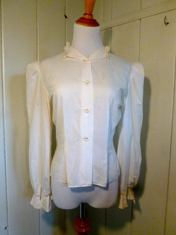 1970s Vintage off-white Blouse