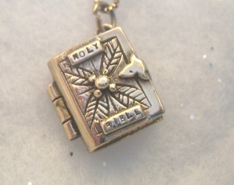 Vintage 1958 Holy Bible Locket with chain. (9carat)