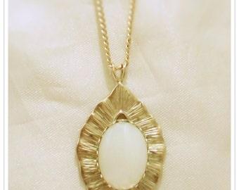 Vintage Pearlised Pendant.
