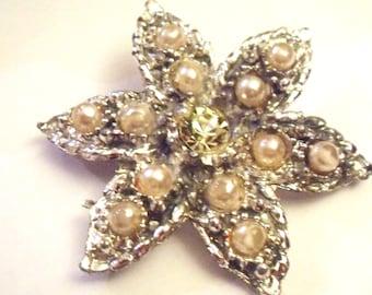 Vintage diamante/pearl bead brooch. Silver tone. Approx 1950/60