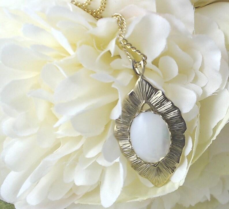 Vintage Pearlised Pendant. image 0