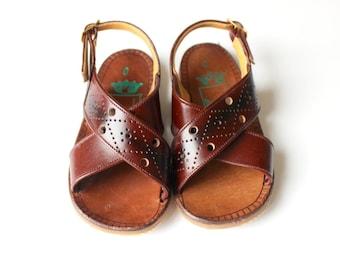 Vintage 70's / for kids / sandal shoes / coated split leather / made in Spain / size EU 23