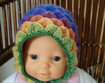 234b3405bb64 Bonnet bébé au point crocodile rainbow crocheté