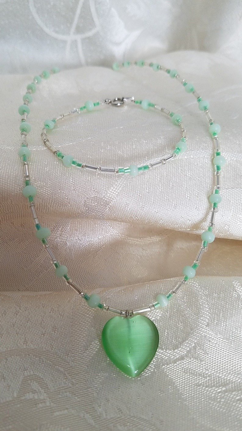 pale green cat/'s eye glass bracelet and necklace set with a Czech glass heart and silver Czech glass