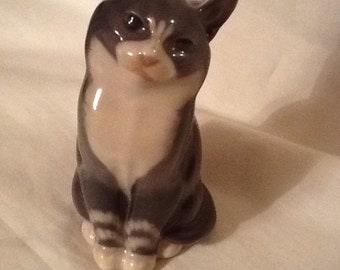 Royal Copenhagen Denmark Made In Denmark Porcelain Number 1803 Vintage Perfect Grey And White Cat Figurine 5.5 Inches High