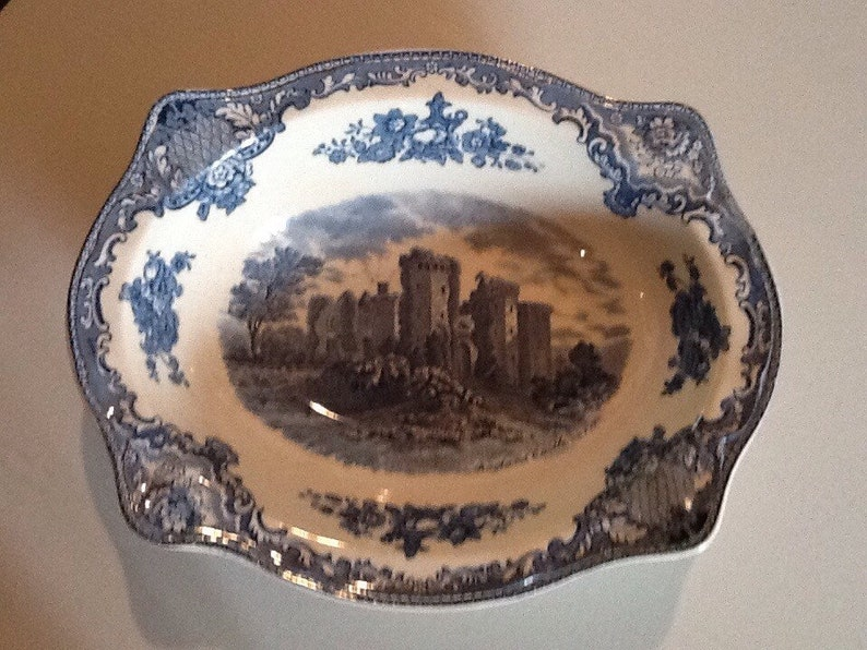 Johnson Brothers Old Britain Castles oval serving bowl